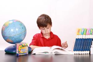 八王子の勉強する子供